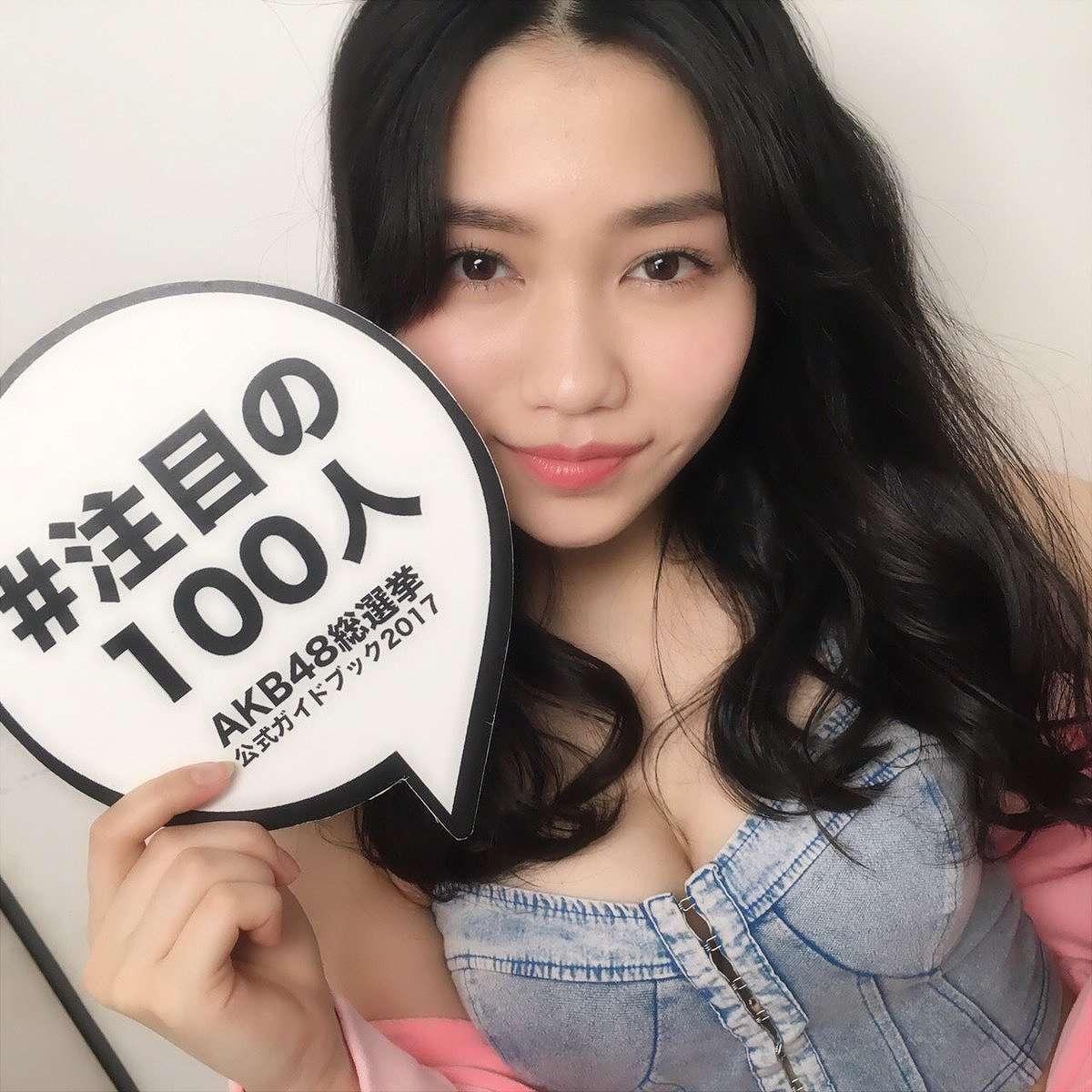 総選挙公式ガイドブック2017『注目の100人』の撮影でおっぱい谷間が見える服を着た田野優花