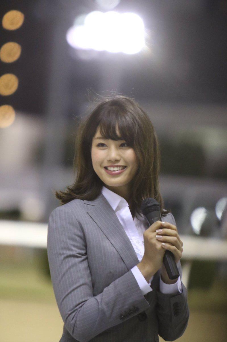スーツを着た稲村亜美