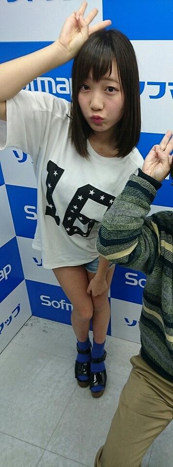 Tシャツを着た京佳