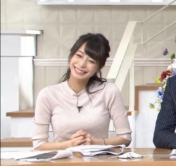 可愛いしぐさをする宇垣美里アナ