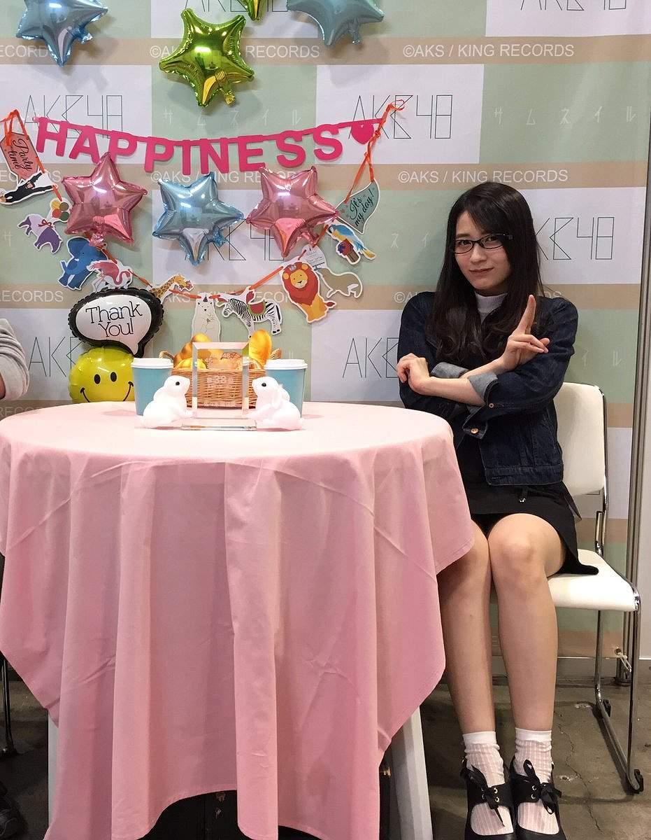 AKB48の写メ会でパンチラしてる佐々木優佳里