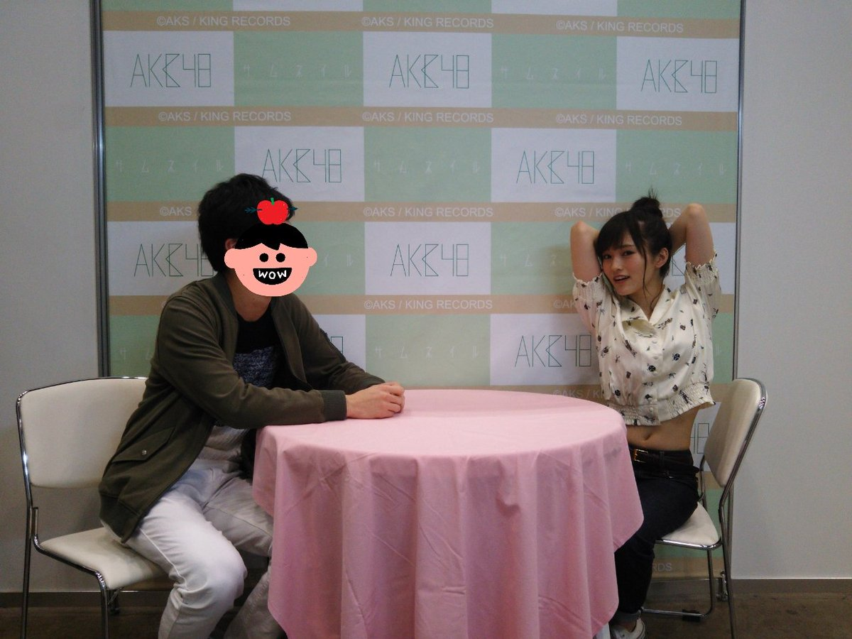AKB48の写メ会でセクシーポーズをした山本彩