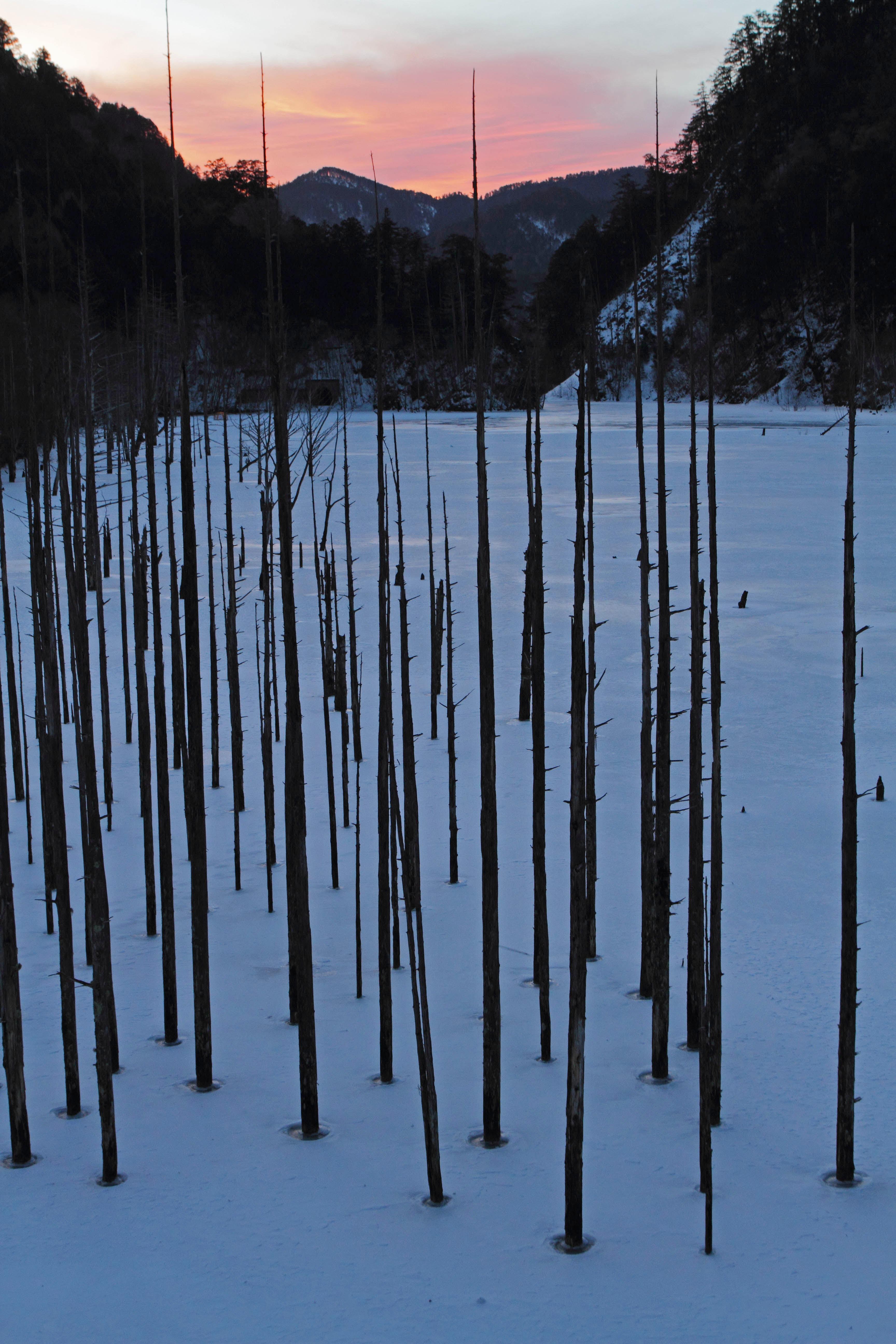 自然湖朝1_edited-1