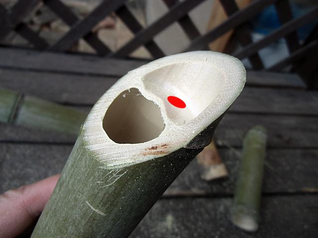 小さく穴を開ける