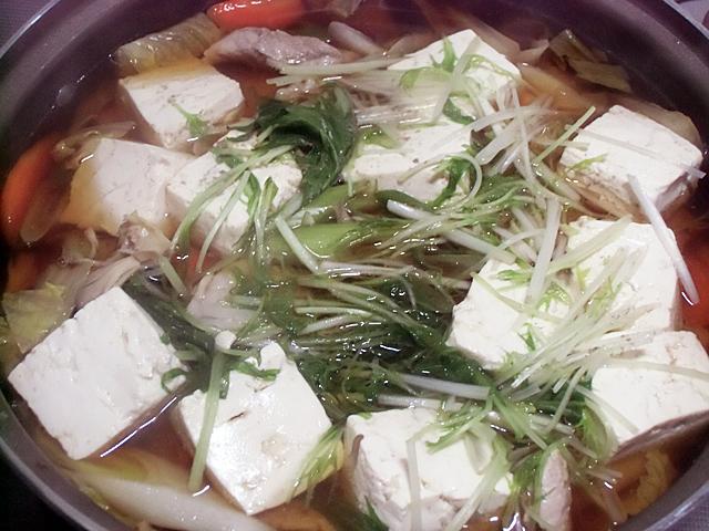 仕上げに豆腐と水菜