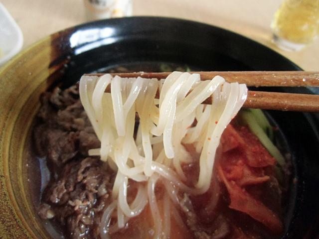 麺はモチモチ弾力麺