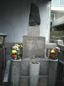 ち近松門左衛門墓