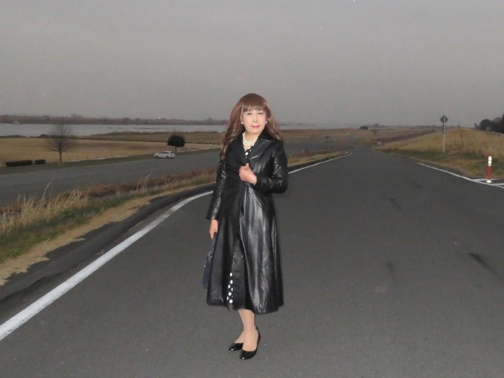 黒ロングコート土手スナップB(3)
