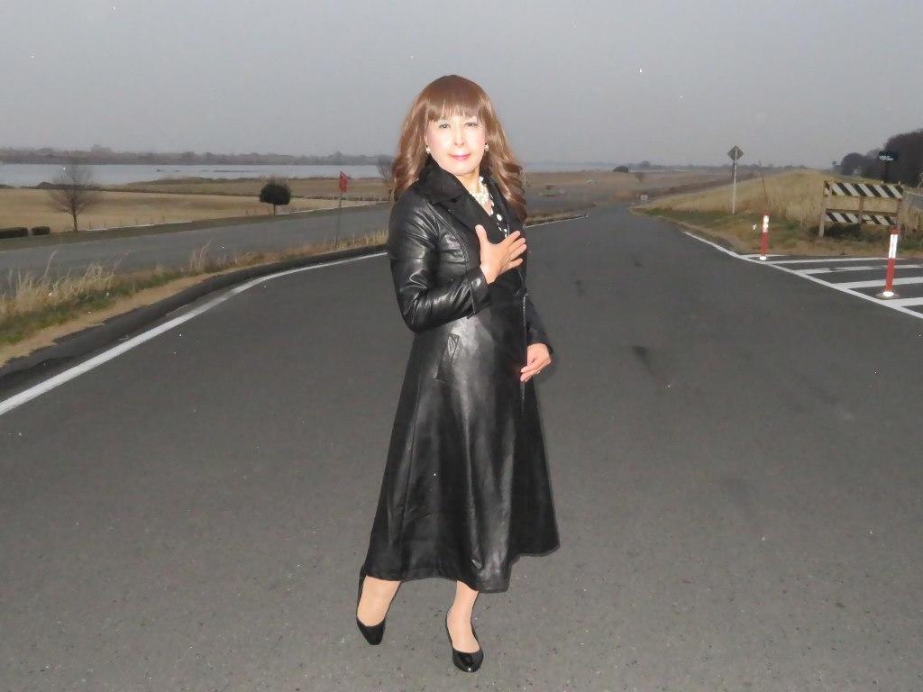 黒ロングコート土手スナップB(5)