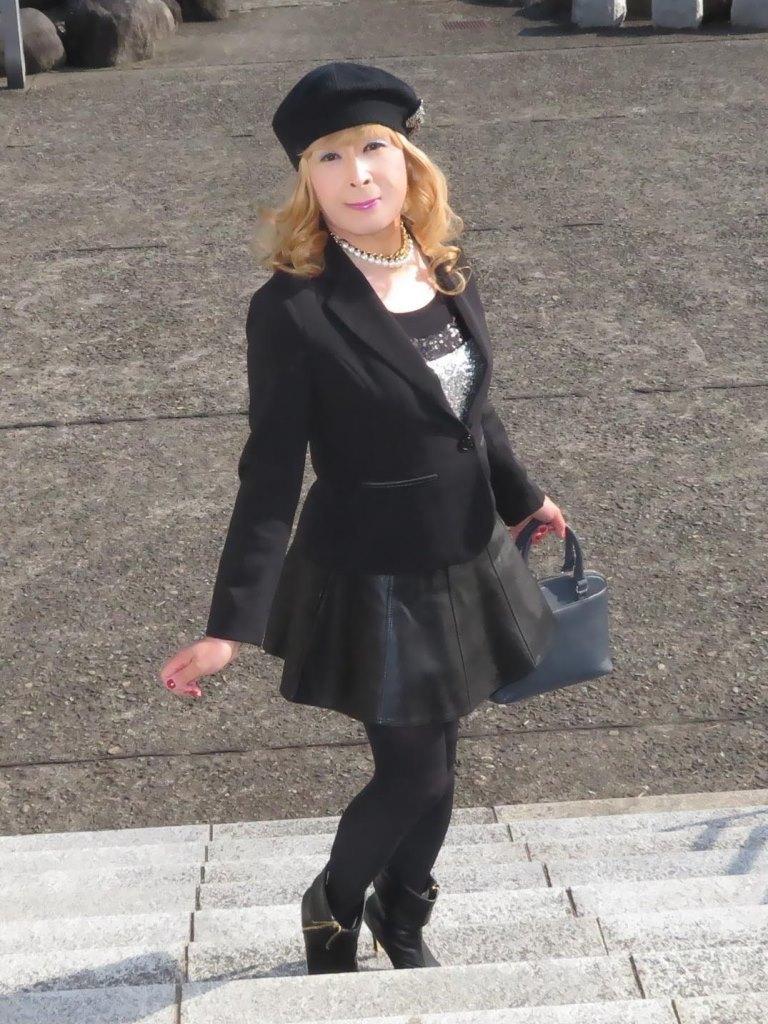 黒レザーミニフレア黒帽子UP(1)