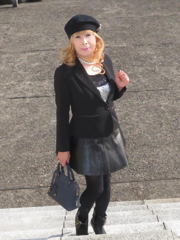 黒レザーミニフレア黒帽子UP(2)
