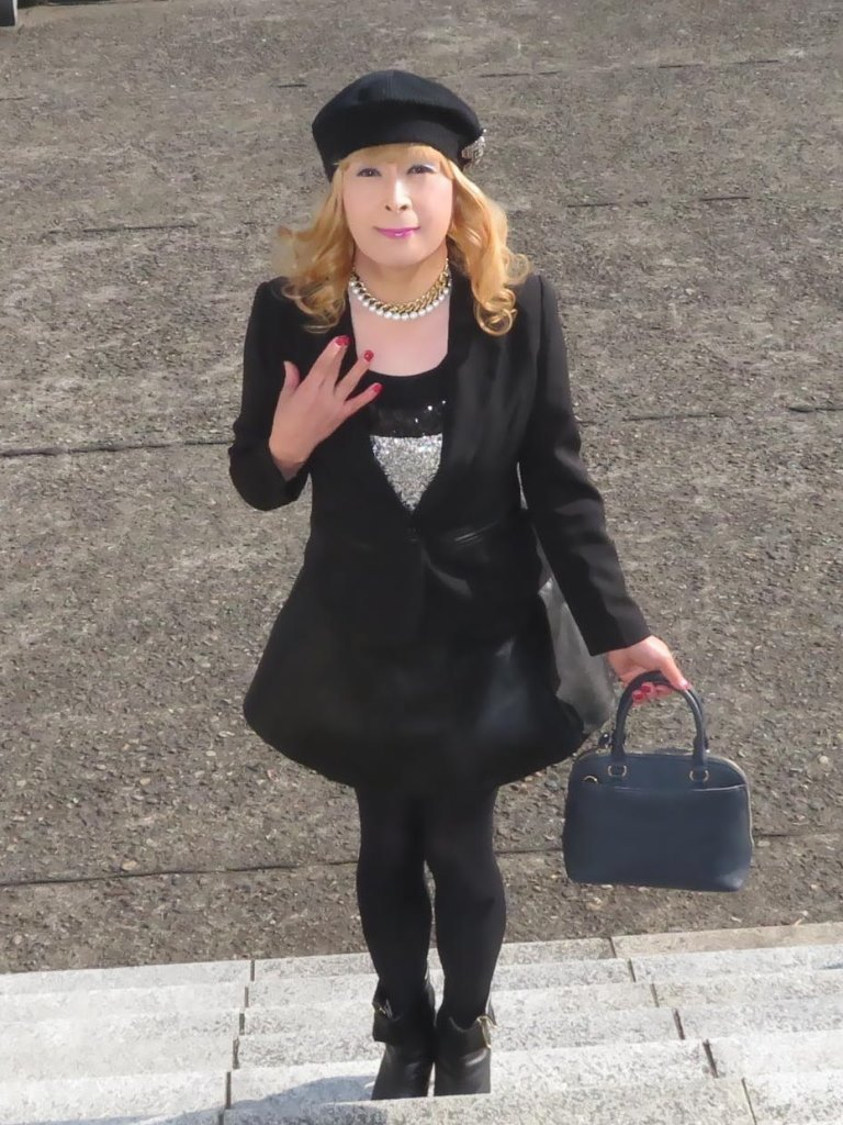 黒レザーミニフレア黒帽子UP(4)