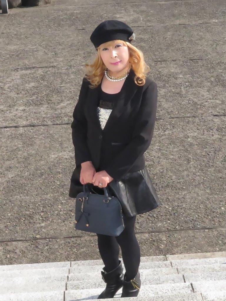黒レザーミニフレア黒帽子UP(3)