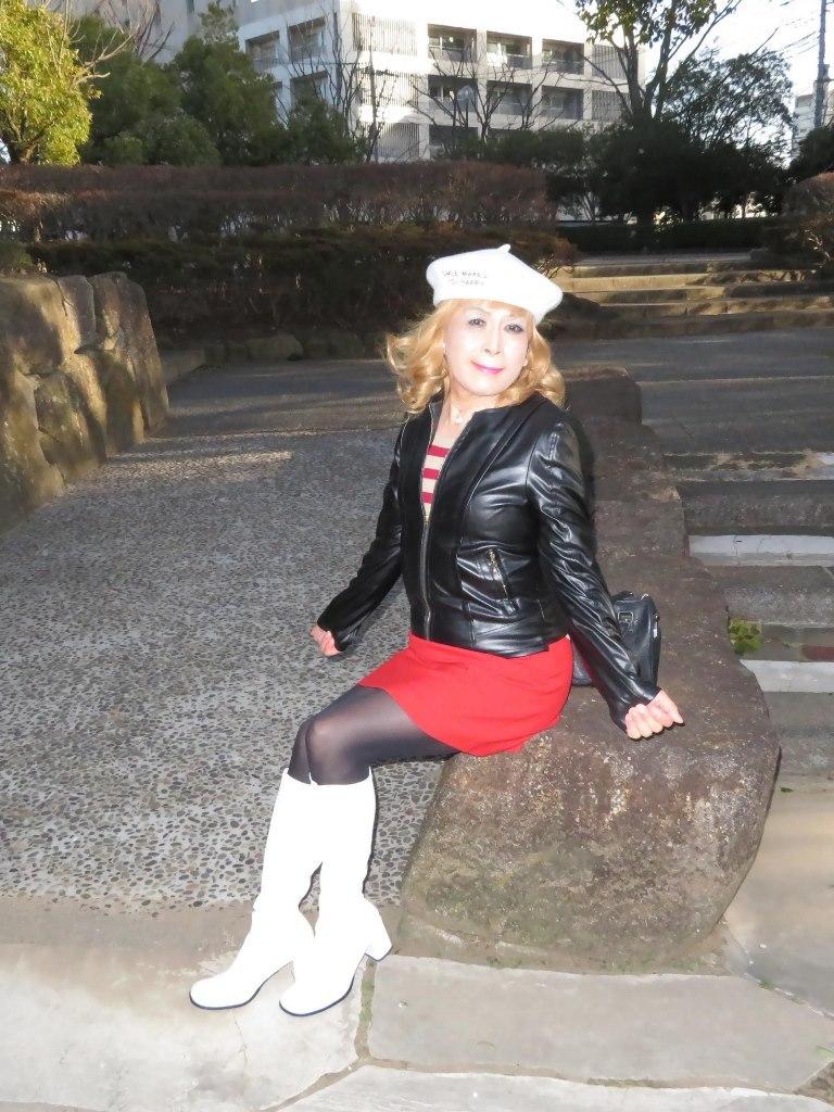 白ベレーレザージャケット赤ミニB(1)
