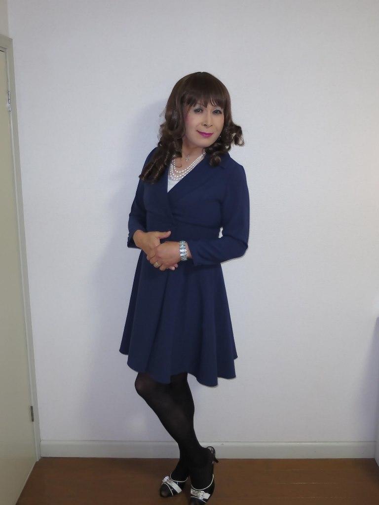 紺色のワンピ室内A(4)