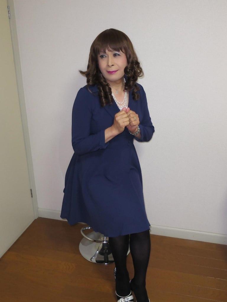 紺色のワンピ室内B(3)
