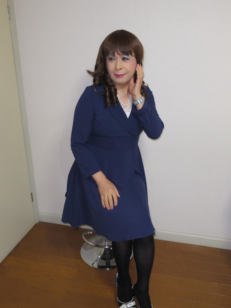 紺色のワンピ室内B(4)