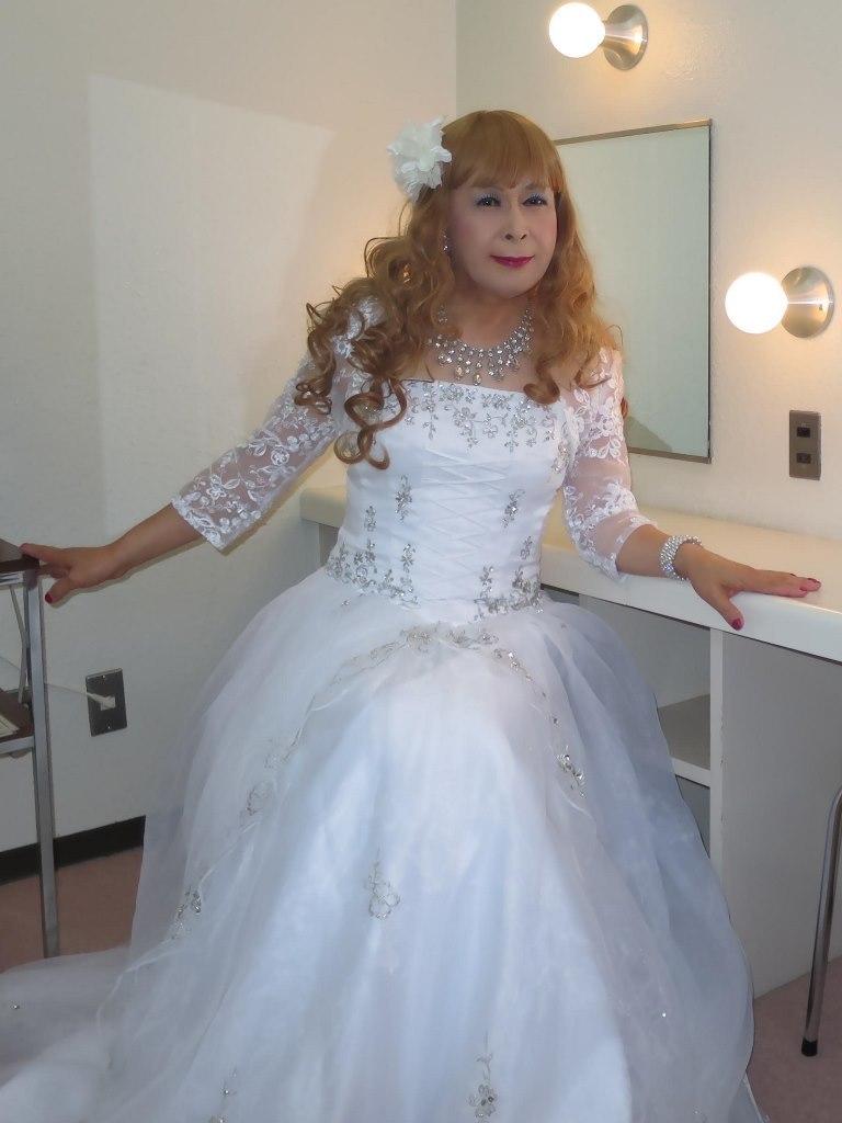 白ドレス舞台更衣室にてB(1)