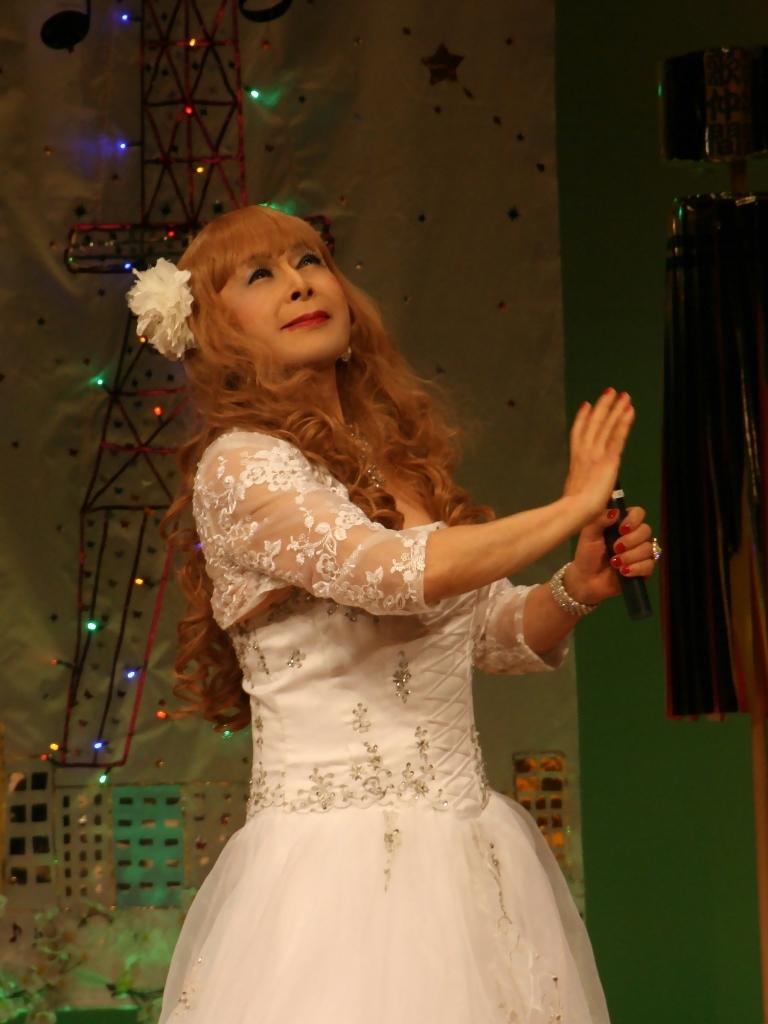 白ドレス舞台おんな炎B(1)