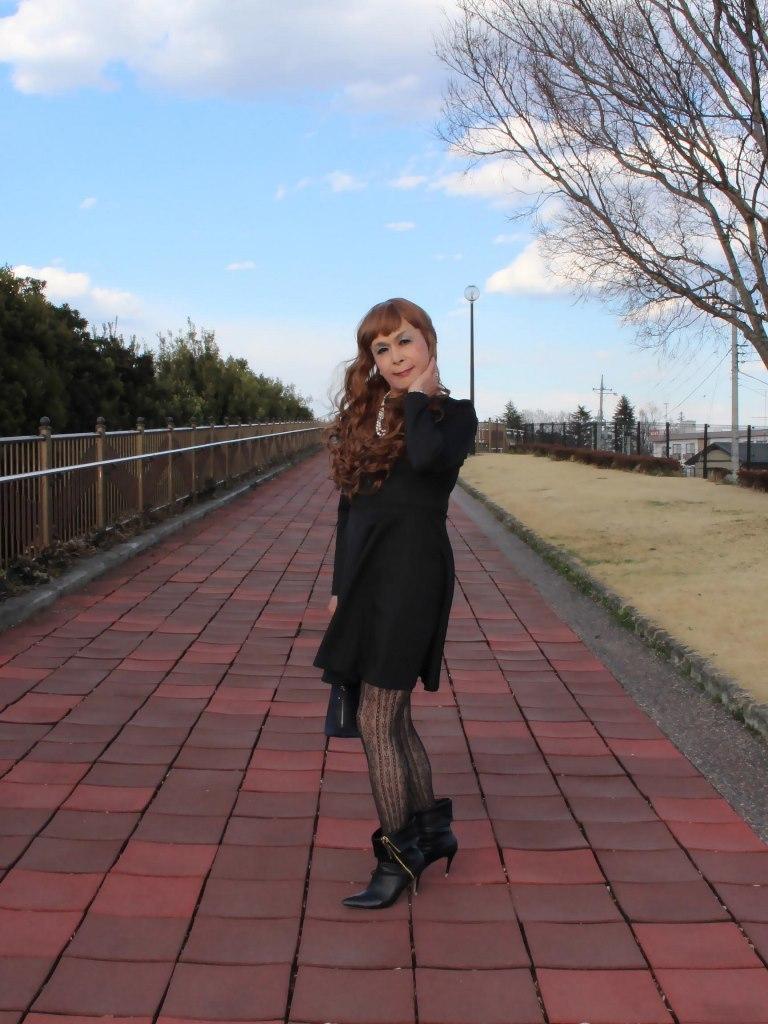 黒フレアーワンピース(1)