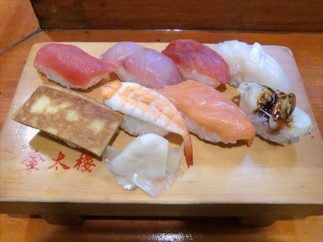 立ち喰い専門店の握り寿司(8カン)