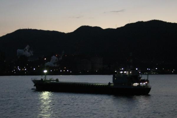 IMG_7523 貨物船(600x401)