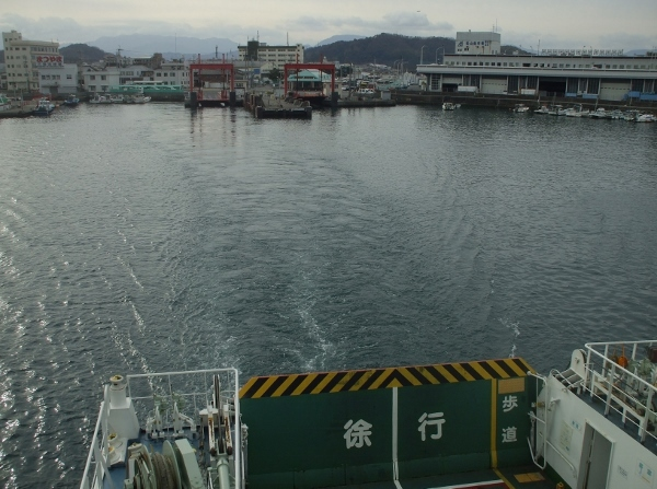 DSCF2935 三津浜出港(600x447)
