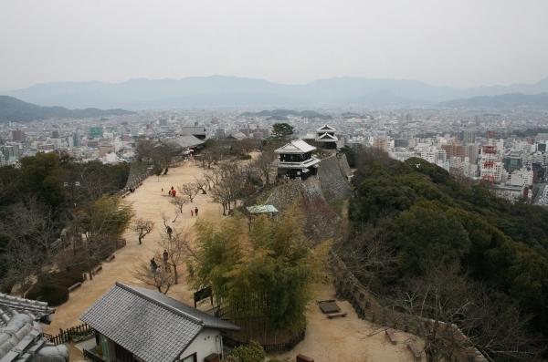 IMG_7962 天守閣からの眺め(600x397)