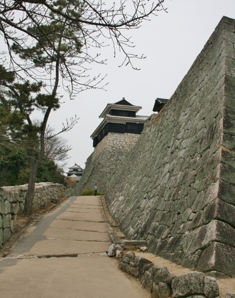 IMG_7987 天守への道(473x600)