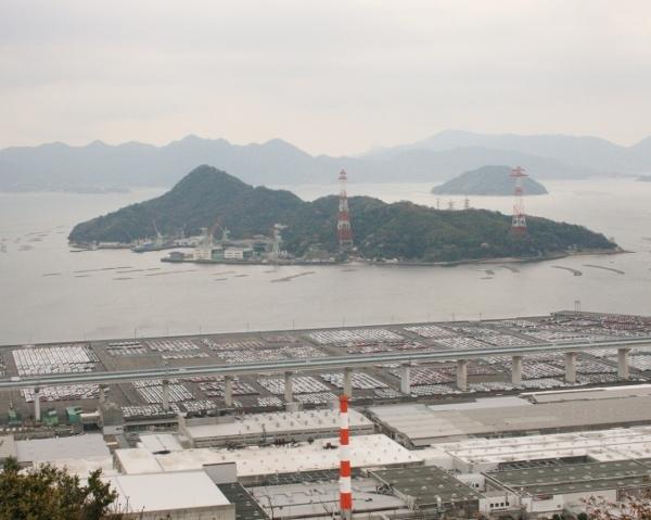 16 IMG_8293 金輪島と自動車置き場(600x479)