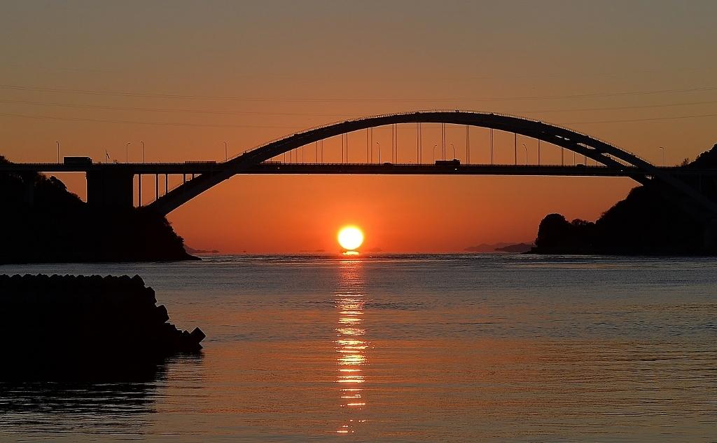 大三島橋のだるま夕日