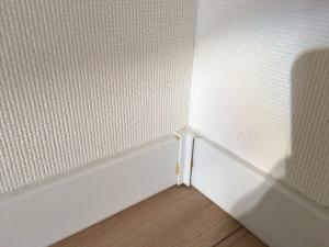 幅木と壁紙の隙間補修後