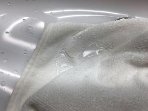 コーティング剤のついたタオル