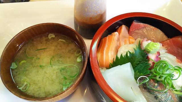 七うら 海鮮丼2