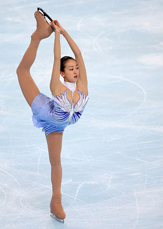 mao-asada-mao-asada-lavender-2008-wc-Fantasia for Violin and Orchestra16-feathers-lyrical-figureskating-dress-costume17