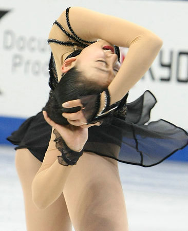 Figure-Skating-Masquerade-Mao-Asada-Black-Dress-World-Championships-NHK-Tarasova48.jpg