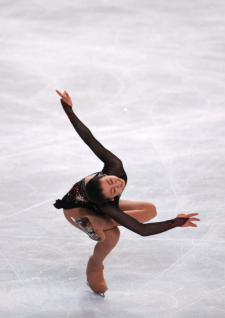 Figure-skating-Tango-Mao-Asada-Trophee_Eric_Bompard-NHK-trophy-black-red-dress22.jpg