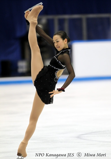 Figure-skating-Tango-Mao-Asada-Trophee_Eric_Bompard-NHK-trophy-black-red-dress30.jpg
