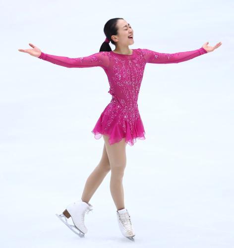 FigureSkatingMaoAsada20152016tripleaxel04.jpg