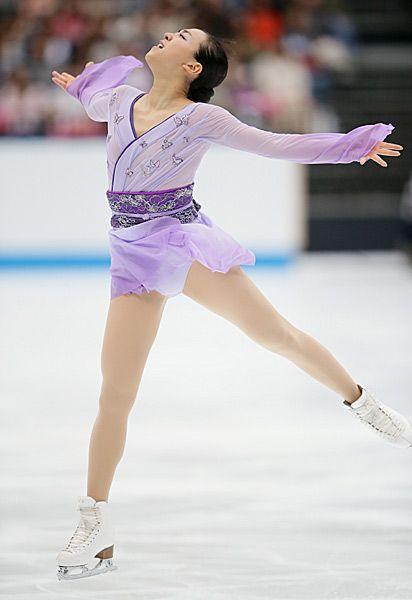 FigureSkatingMaoAsada20152016tripleaxel12.jpg