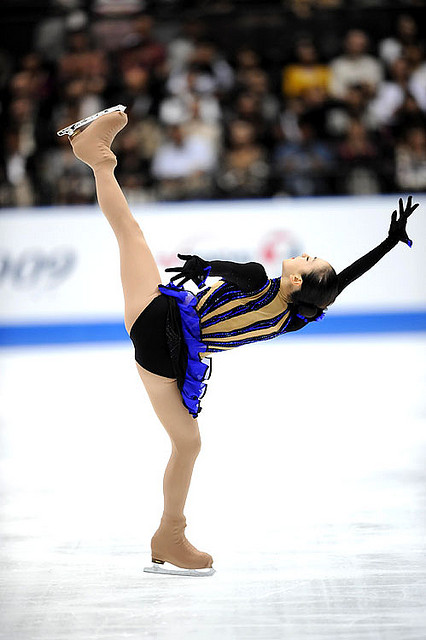 Mao-Asada-Triple-Axel-Moscow-of-Bells-Japan-Open-Black-Blue-Dress05.jpg