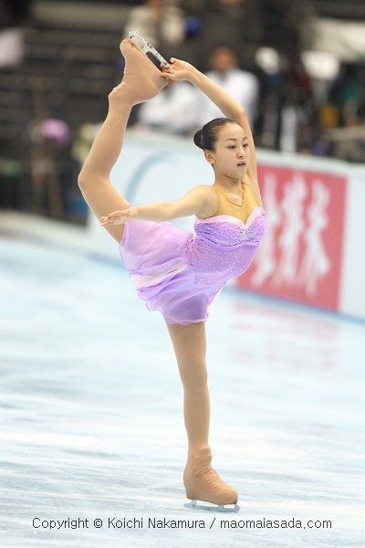 figure-skating-mao-asada-nocturne-2006-purple-violet-pink-dress-lori-nicol06.jpg
