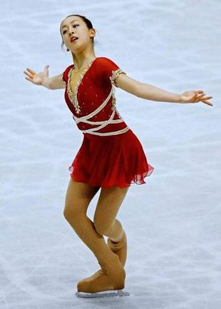 mao-asada-csardas-2006-triple-axel-jumper-figure-skating29.jpg