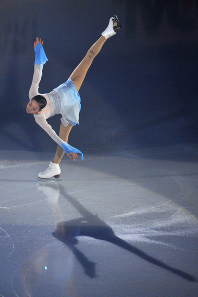 mao-asada-libera-jupiter-i-vow-to-thee-country-2011-2012-white-blue-costume-dress35.jpg