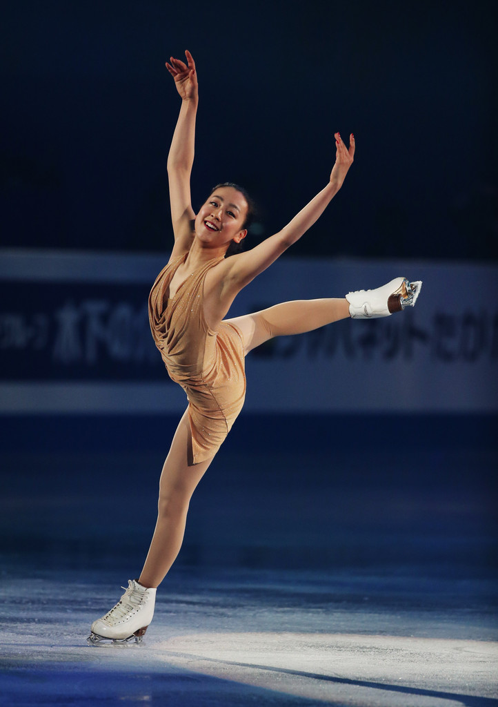 mao-asada-sochi-season-smile-2013-2014-exhibition-golden-dress-costume11.jpg
