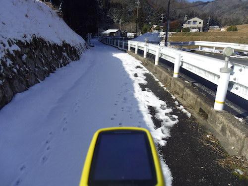 2 歩道の雪IMGP3079