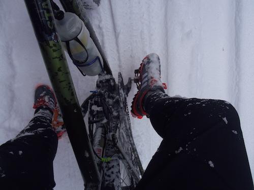 14 雪まみれの足IMGP3087