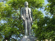 Statue_of_Obata_Einosuke.jpg