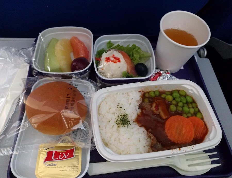 中国東方航空国際線の機内食 成田発上海行
