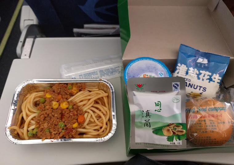 中国東方航空の機内食 昆明初上海行